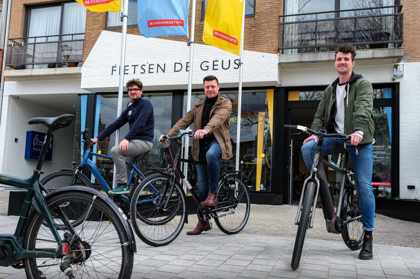 Pieter Fillet, Koen Metsu en Thomas Vanderhoydonck voor fietsenwinkel Edegem