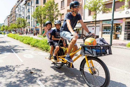 Gezinsfiets met een staartje: dit zijn de verrassende voordelen van longtail bikes